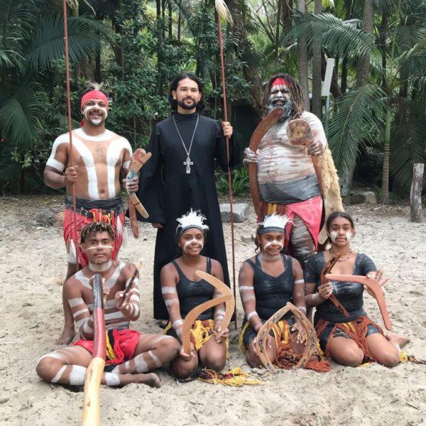 Отец Александр с австралийскими аборигенами